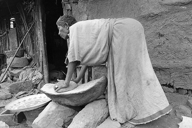 Jewish woman grinding tef. Wallaka, Ethiopia. 1984. Photo:Doron Bacher. Oster center, Beit hatfutsot.
